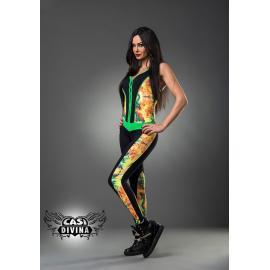 Enterizo negro con estampado abstracto floral en costados y piernas, con remates en verde